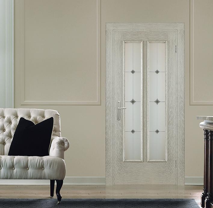 """Классическая серая брашированная дверь с патиной """"Наполи"""" в интерьере"""