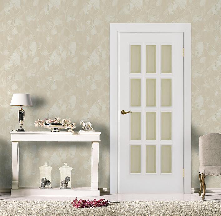 """Классическая белая эмалированная дверь с фацетом """"Парма В"""" в интерьере"""